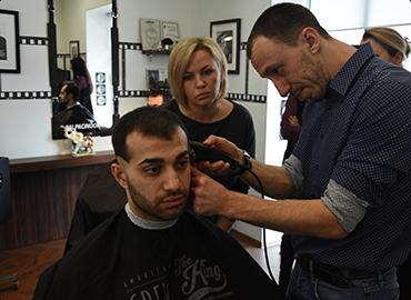 курсы парикмахера в Омске стоимость обучения
